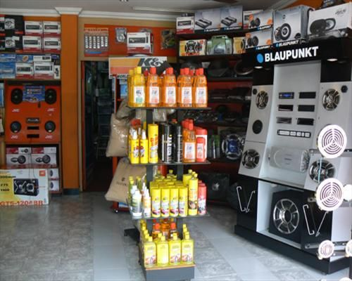 car accessories showroom - Google Search | CAR DECOR INTERIORS ...