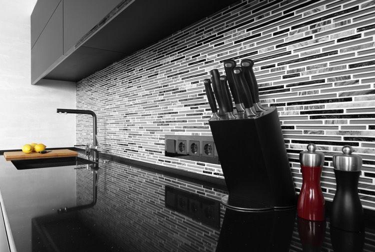 rsultat de recherche dimages pour cuisine blanche et noire avec crdence en carrelage - Carrelage Pour Credence De Cuisine