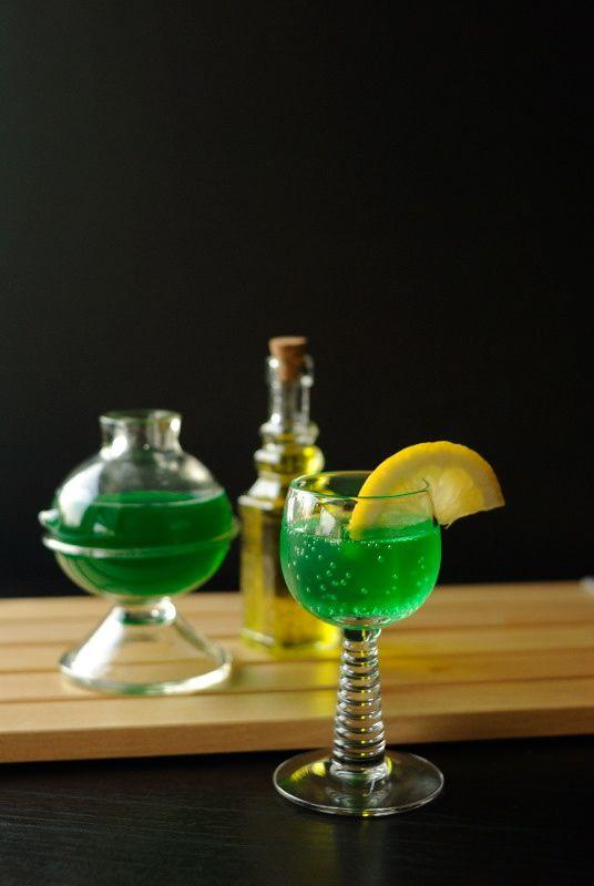 The Bride S Booze Ingredients Uv Green Apple Vodka Sprite Green