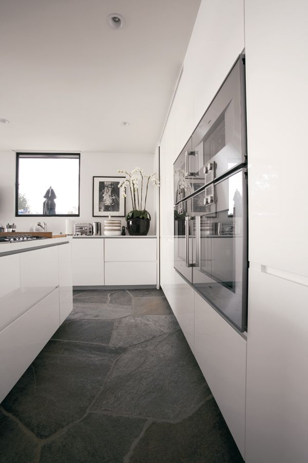 Monos. Exclusive Collectio.The essential, multi-faceted and dynamic kitchen. Design by Makio Hasuike & Co. #kitchen #design #minimal #white