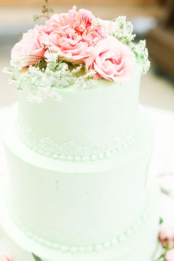 mint wedding cake, very plain. The lace and pearls should be gold ...