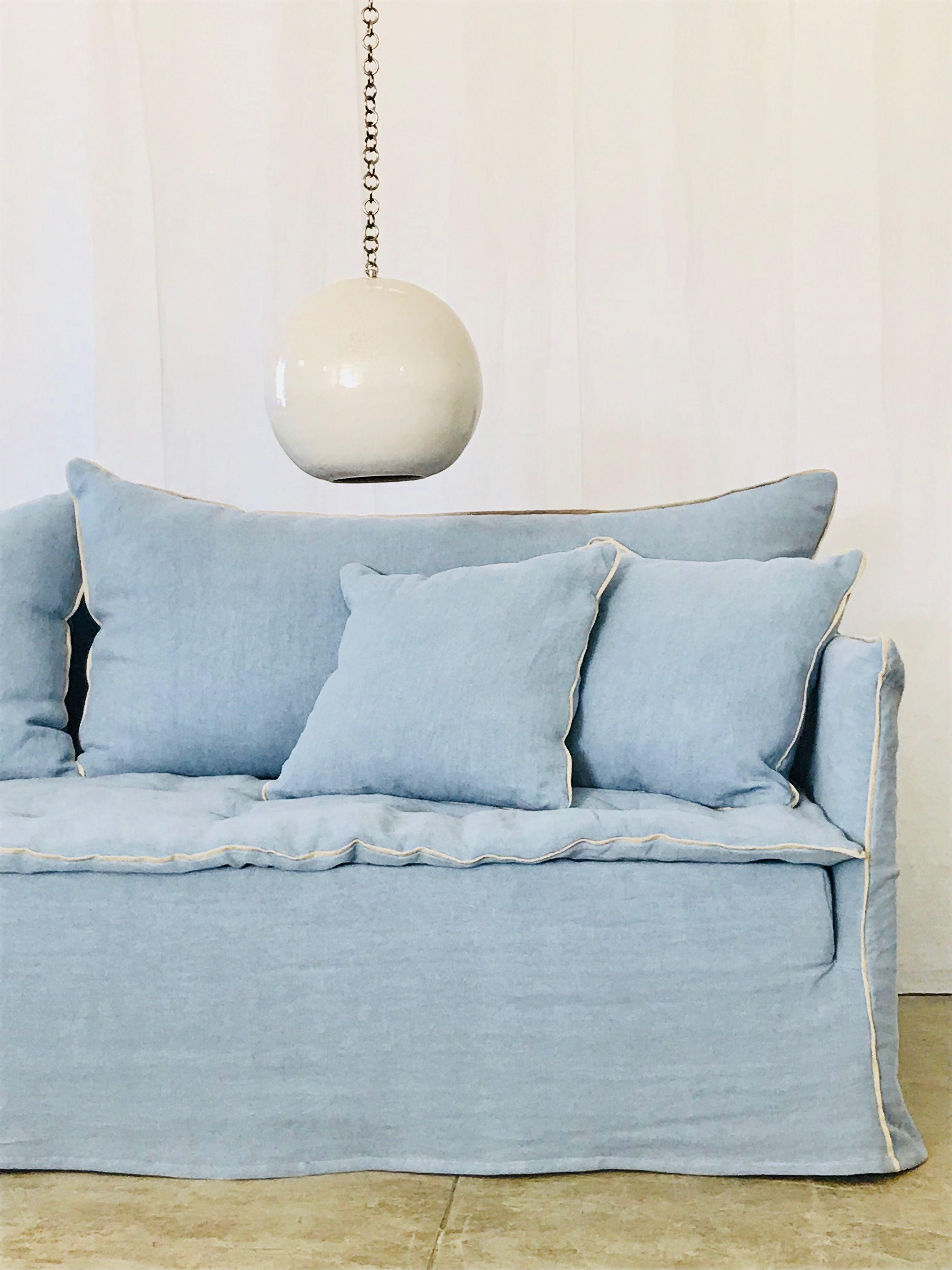 Canapé sur mesure lin lavé bleu ciel | Sky blue | Canapé lin, Lin ...