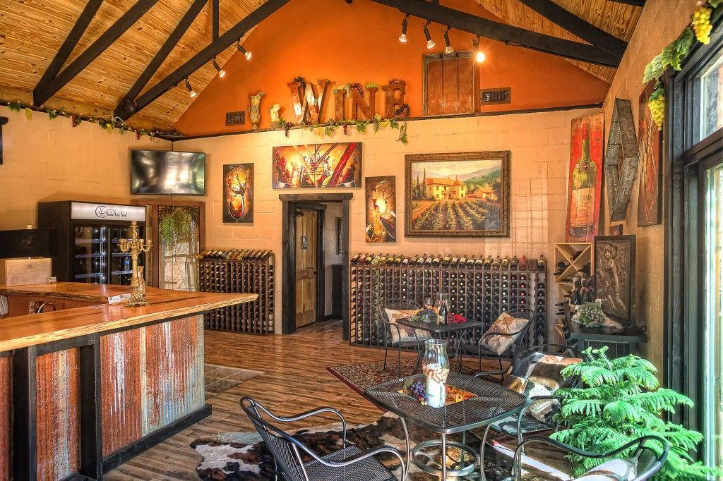 Sassafras Springs Vineyard - Winery & Wedding Venue