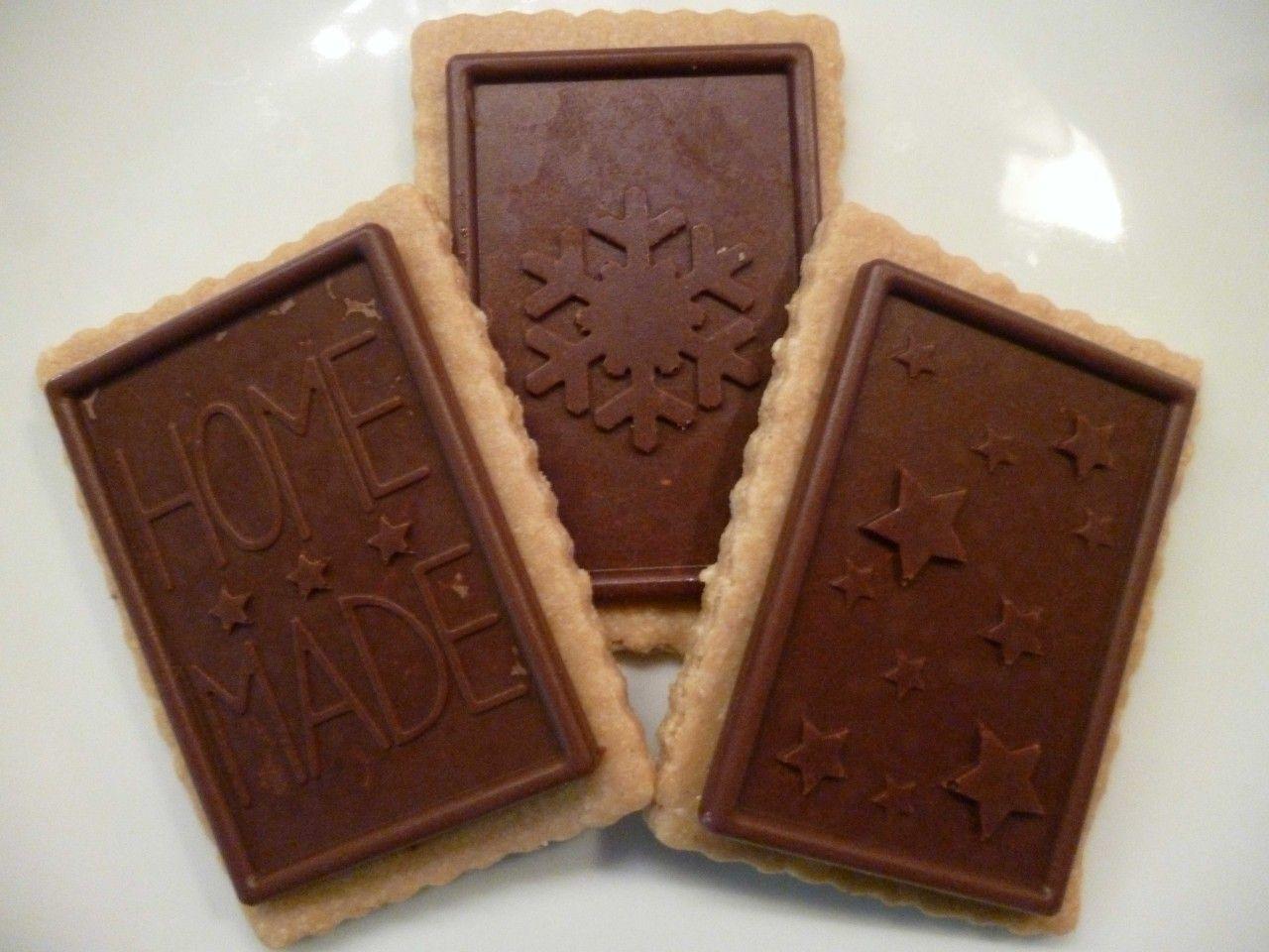 Roh-vegane Kekse mit Schokolade