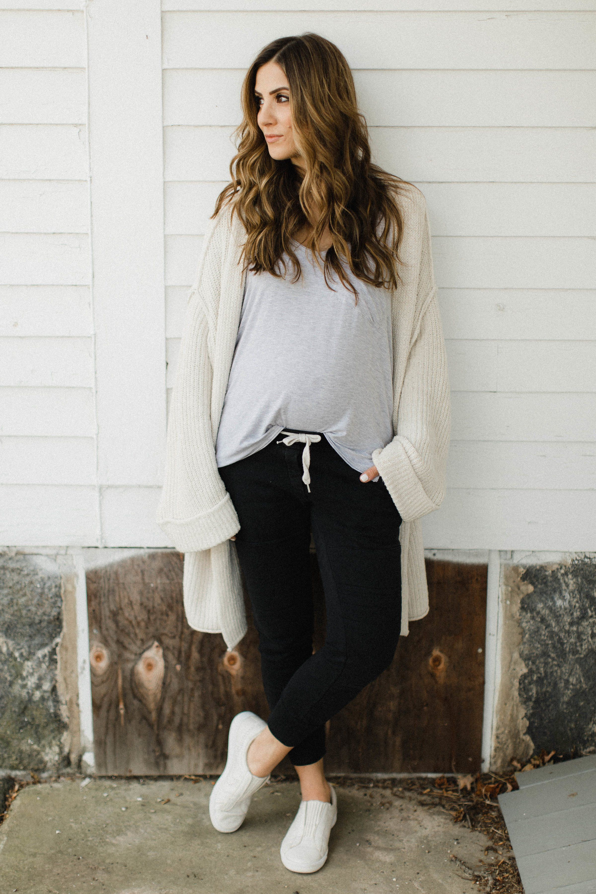98fb8029e1945 Life and style blogger Lauren McBride shares her tips on How to Style  Jogger Pants for