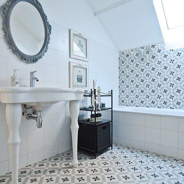 Bathroom calvet gris 20x20 cm vives azulejos y gres for Azulejos vives