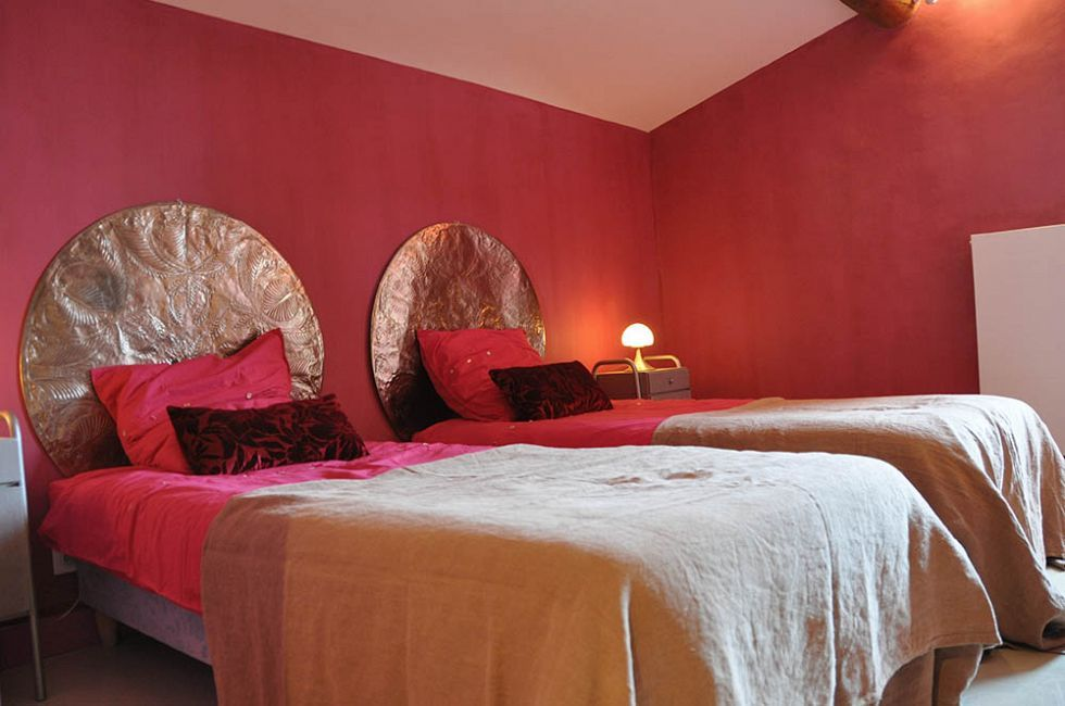 Stunning Chambre A Coucher Peinture Rouge Contemporary Matkin Autour  Attrayant De Maison Idées Du0027art