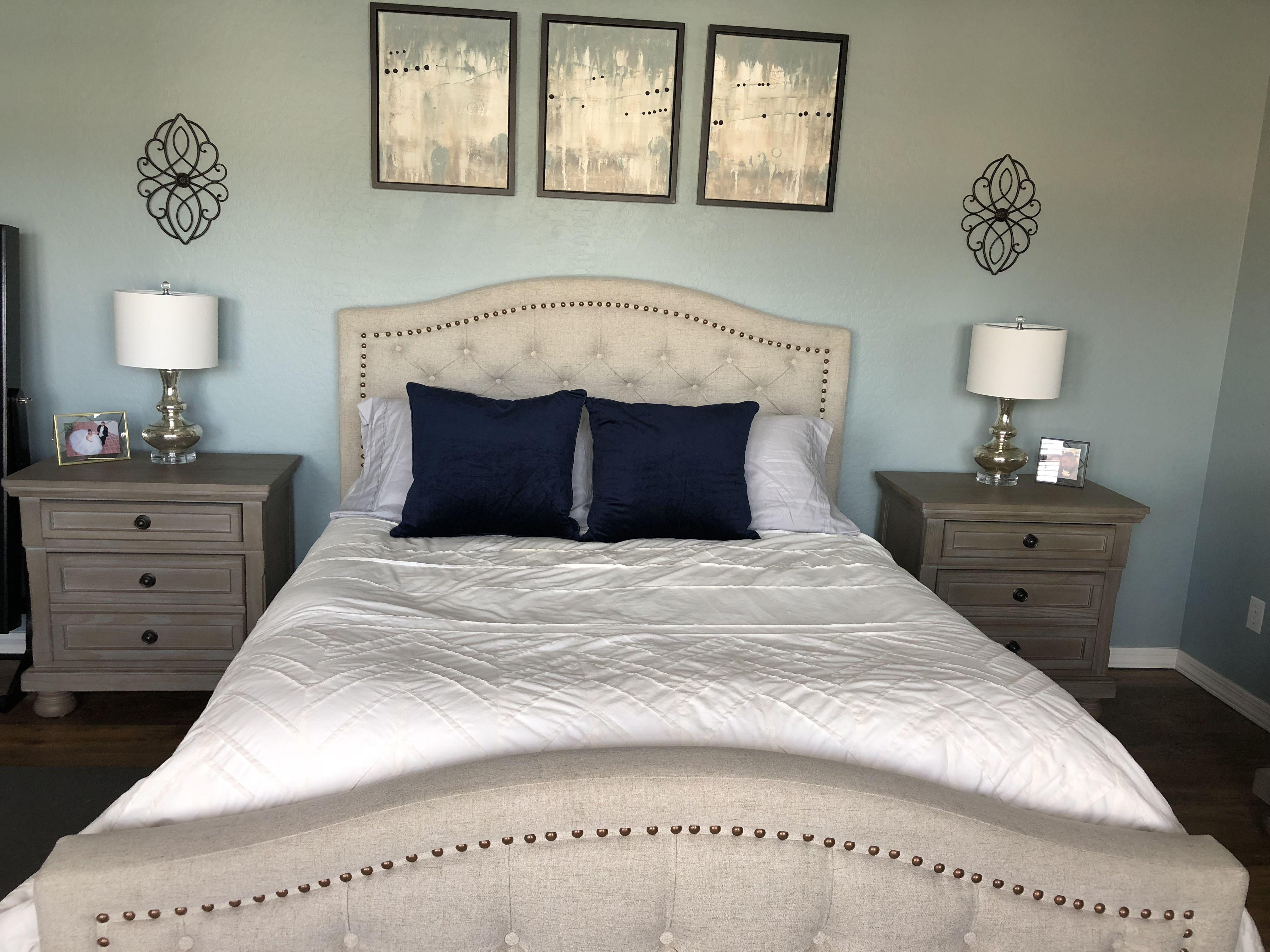 Neutral bedroom. Light blue walls. | Light blue walls ...