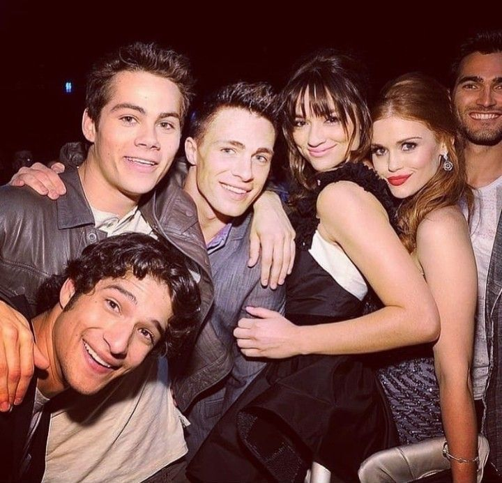 Photo of Teen Wolf group Dylan O'brien,Tyler Posey, Holland Roden, Crystal Reed, Colton H…