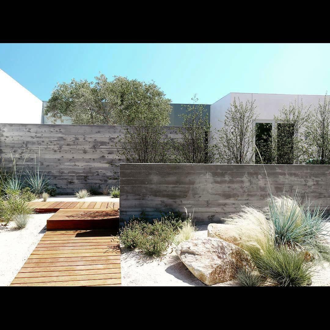 Landscape Gardening How Much Does It Cost In Mid Century Modern Landscape Design Ideas Below Landsc Modern Landscaping Modern Landscape Design Landscape Design