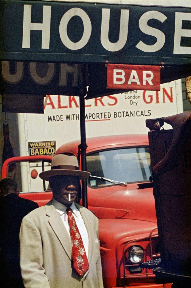 'Harlem', 1960 © Saul Leiter. Cortesía Howard Greenberg Gallery, Nueva York.  SAUL LEITER