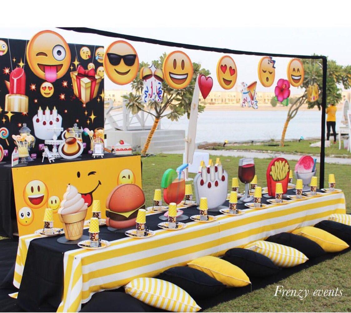 Hacemos Linda Decoracionconglobos Torres Esferas Colgantes Flores Y Todo Lo Que Necesitas Para Que Tu Event Emoji Birthday Party Emoji Party Emoji Birthday