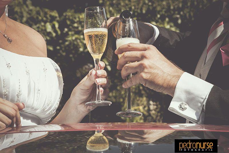 ¡Brindemos por tan hermosa unión! #Bodas #Novios #Brindis #Copas #Champagne