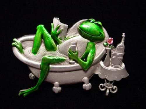 """JJ"" Silver Pewter 'Diva Frog in Bathtub' Pin 