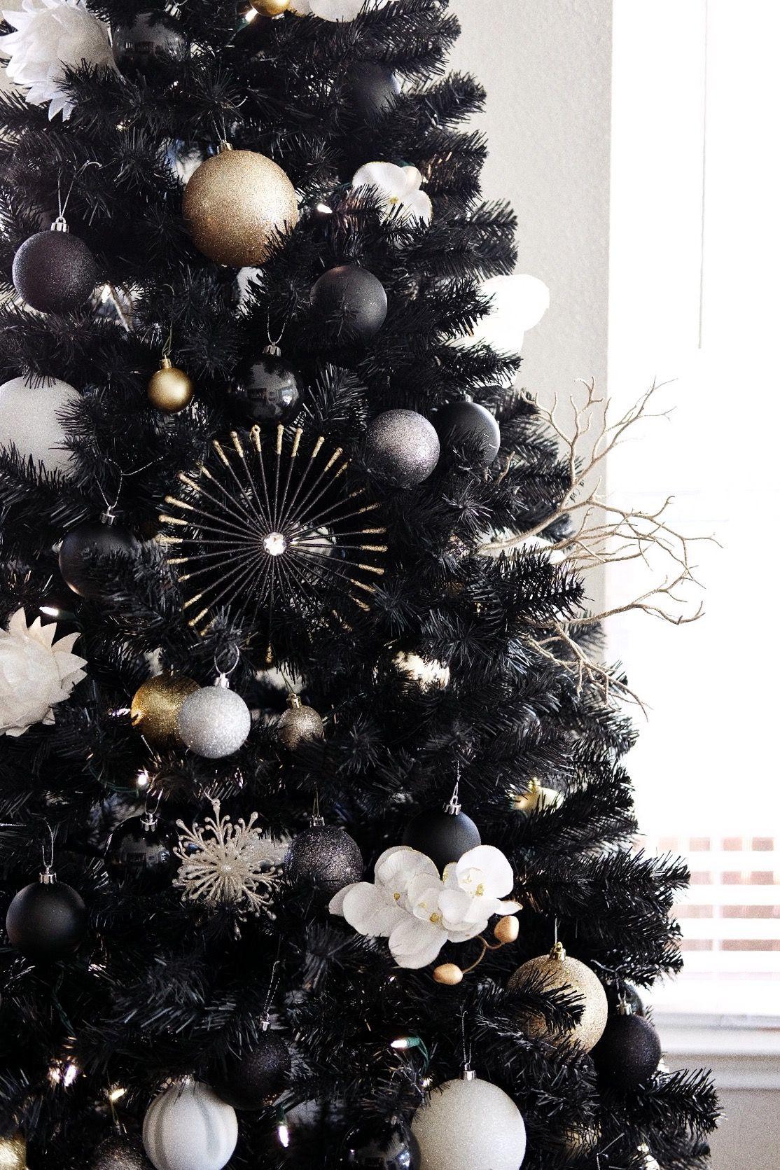 Black Christmas Tree : Kara Marie Trombetta #blackchristmastreeideas