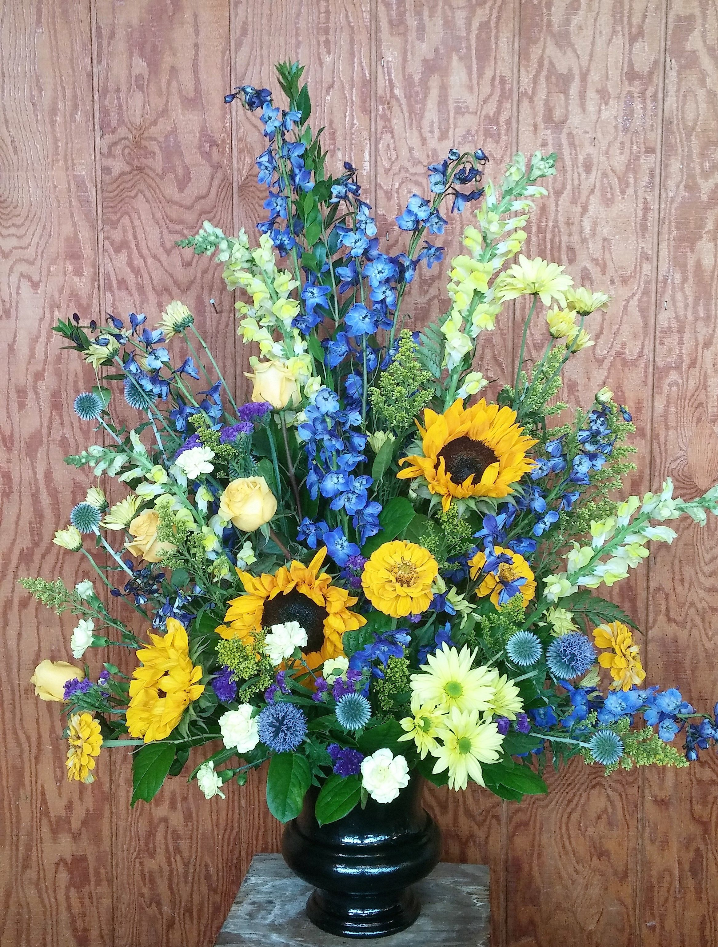 tall podium arrangement. U of M flower arrangement, blue