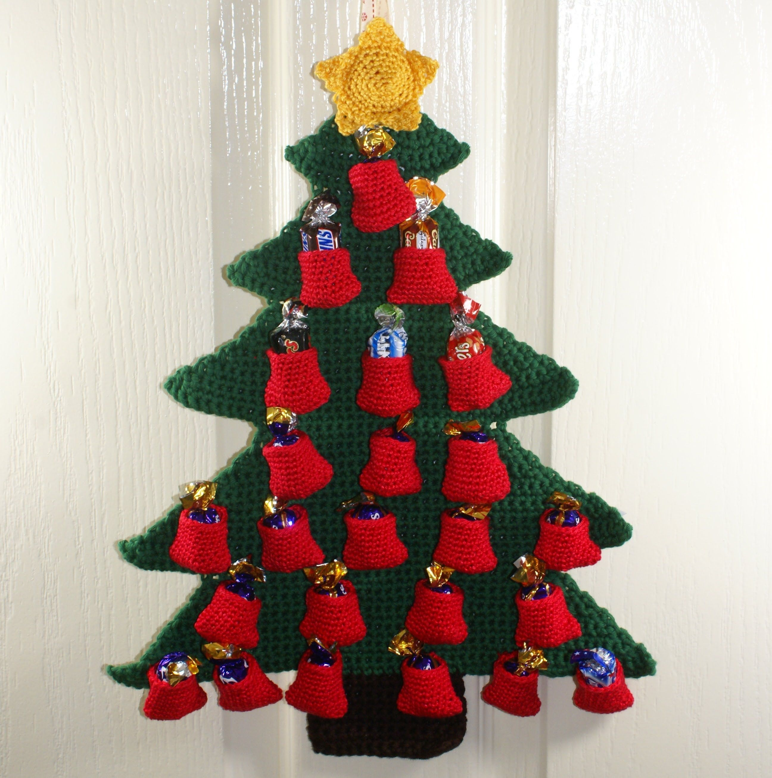 Free crochet christmas tree ornament patterns - How To Make A Crochet Christmas Tree Advent Calendar The Pockets 3