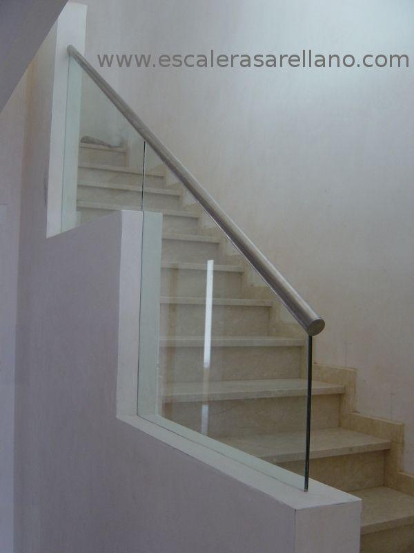 Barandilla de cristal laminado con pasamanos de acero - Escaleras de acero y cristal ...