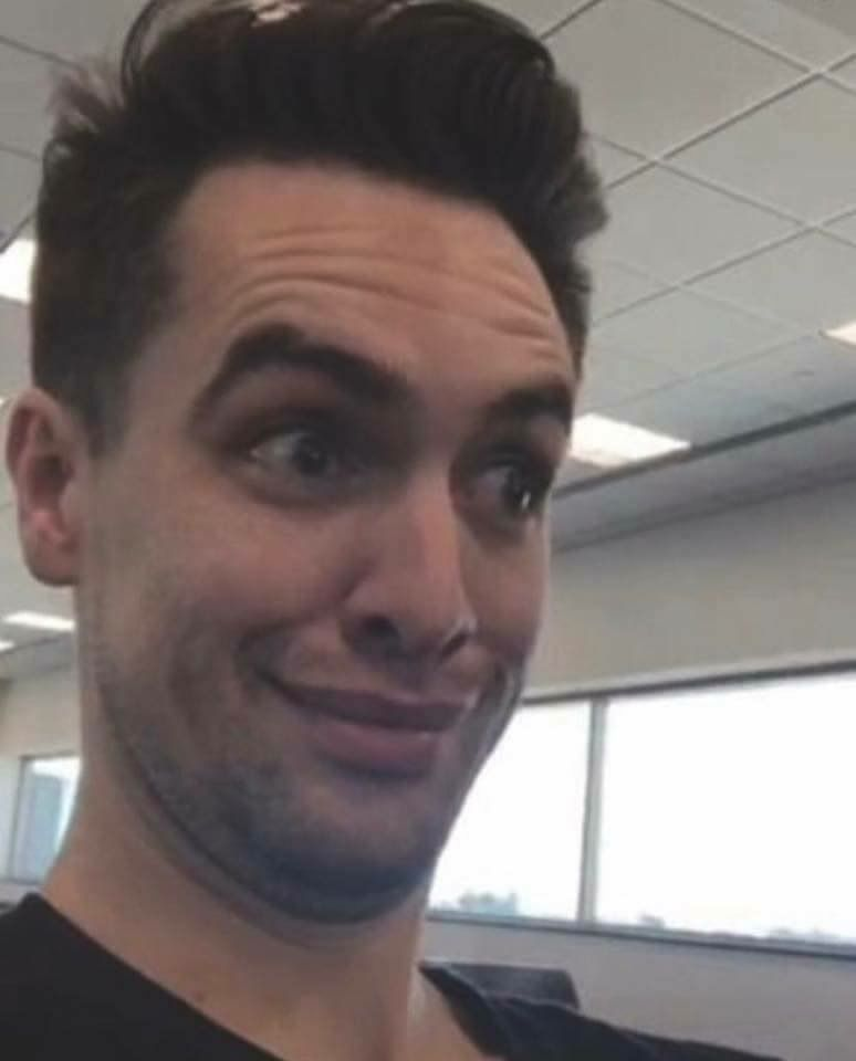 Guys I M Meeting Brendon On June 24 I M So Excited About This Because I Ve Never Met A Band Member Bef Brendon Urie Brendon Urie Funny Panic At The Disco
