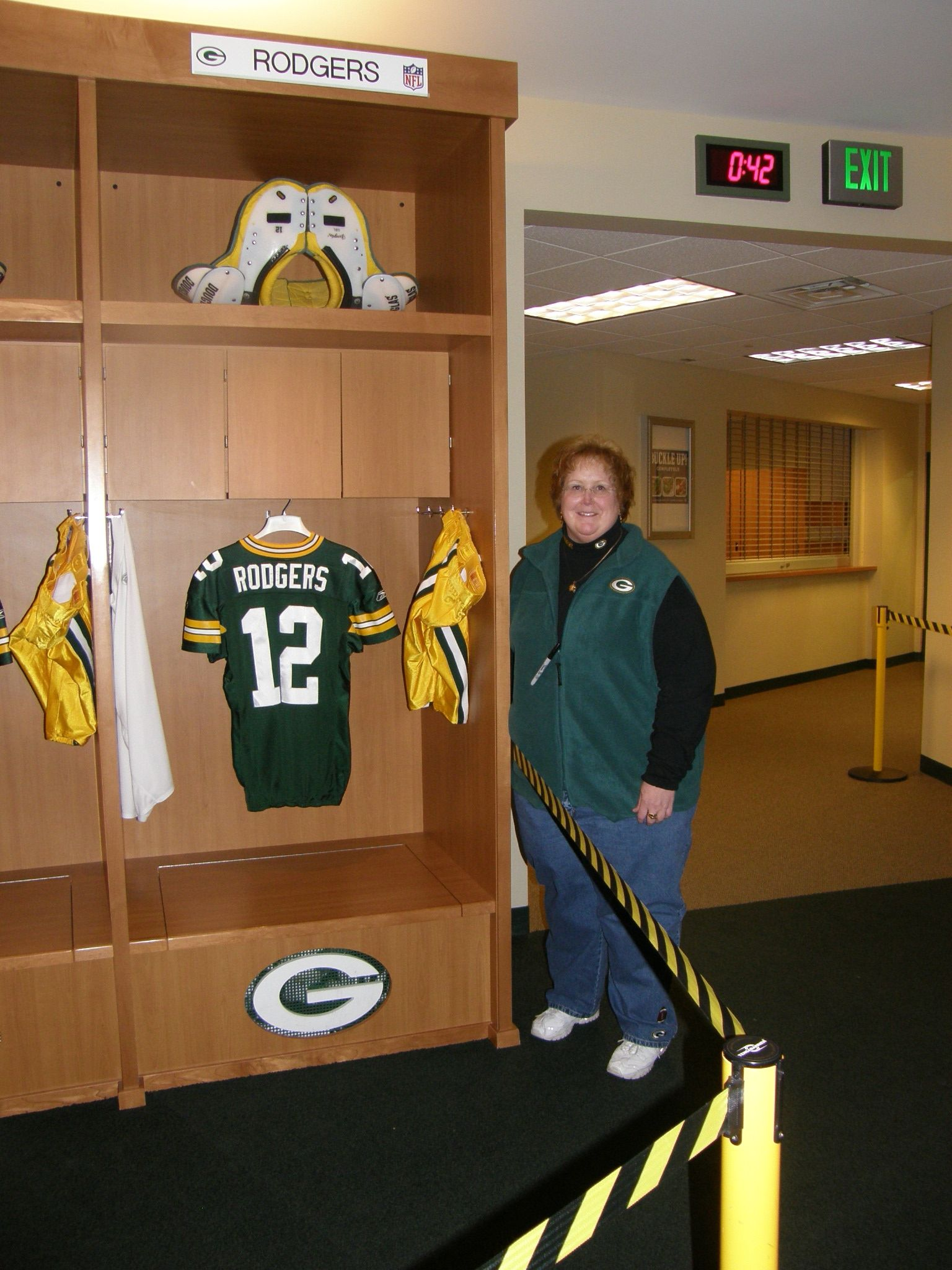 Checking Out Aaron Rodger S Locker Aaron Rodgers Lockers Sports