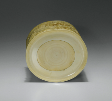 Important pot à pinceaux en ivoire sculpté Chine, dynastie Qing, époque Qianlong (1736-1795) - Sotheby's