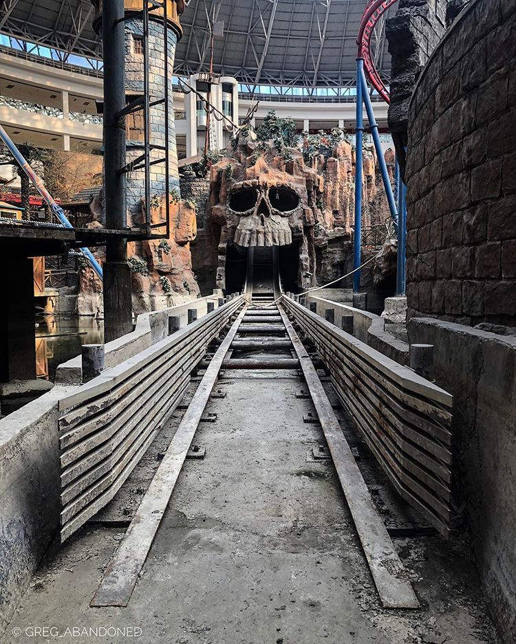 Baolong Amusement Park No 269 Wenyang Road Chengyang District Qingdao China Https Indoor Amusement Parks Abandoned Theme Parks Abandoned Amusement Parks