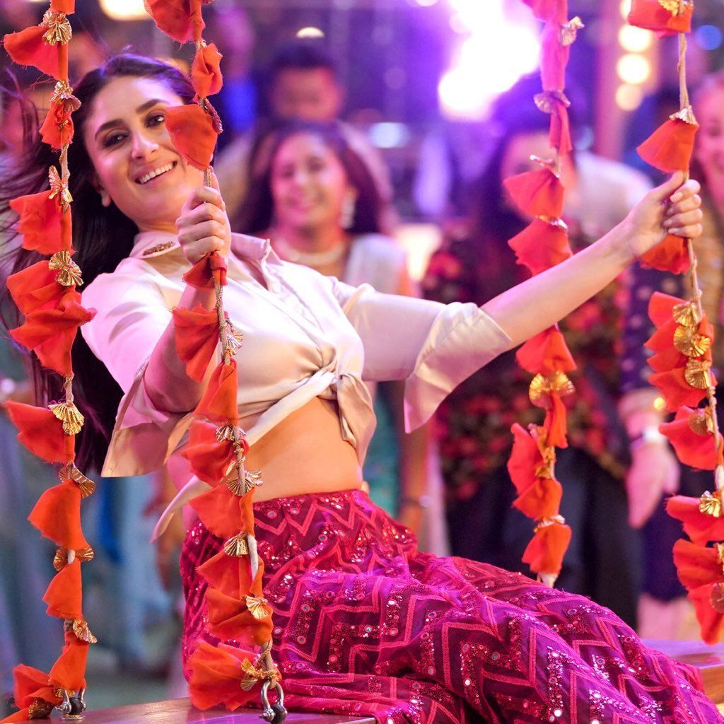 Deepaishworld Hq Pics Of Kareena Kapoor Khan From Laal Ghaghara Designer Bridal Lehenga Choli Bridal Designs Sangeet Outfit