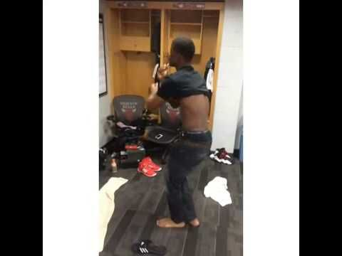 "Chicago Bulls Jimmy Butler Dancing To Taylor Swift ""22"" Song - YouTube"