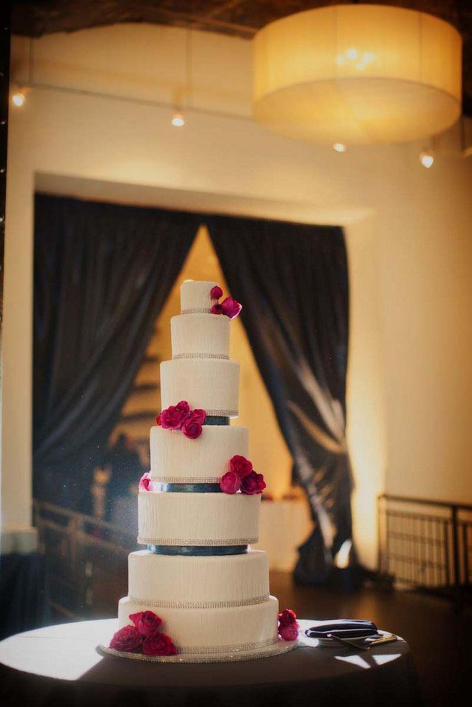 Let them eat cake #blisschicago #cake #roses #weddings #matching #wonderful #delicious