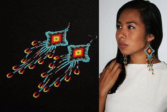 Long Huichol boucles doreilles pendantes par BiuluArtisanBoutique