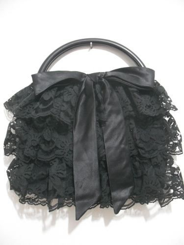 cc8e69a9ecd5 bolsa preta tipo lolita com detalhes em renda, impecável | Lolita ...