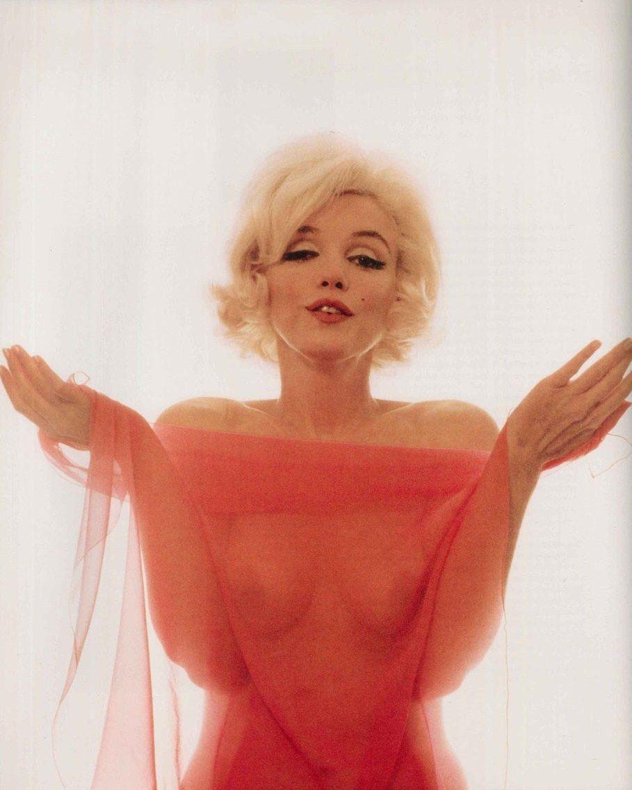 marilyn monroe pink nude