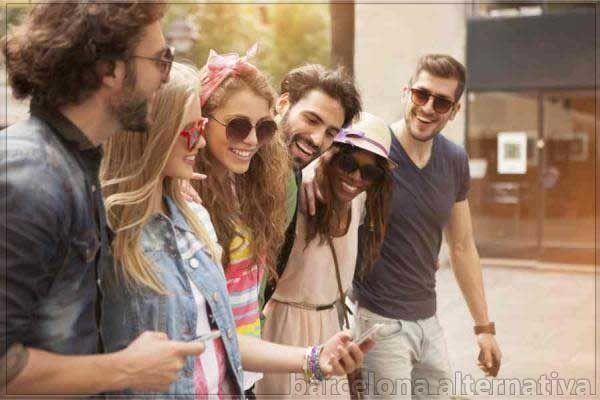 Cómo salir de la friendzone de un amig@. Friendzone o zona de amigos, es un…