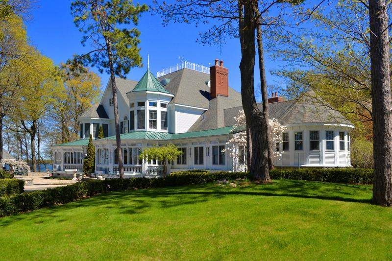 Michigan House Envy Mullett Lake Mansion State S Most Expensive Listing Mansions Expensive Houses Lakefront Homes