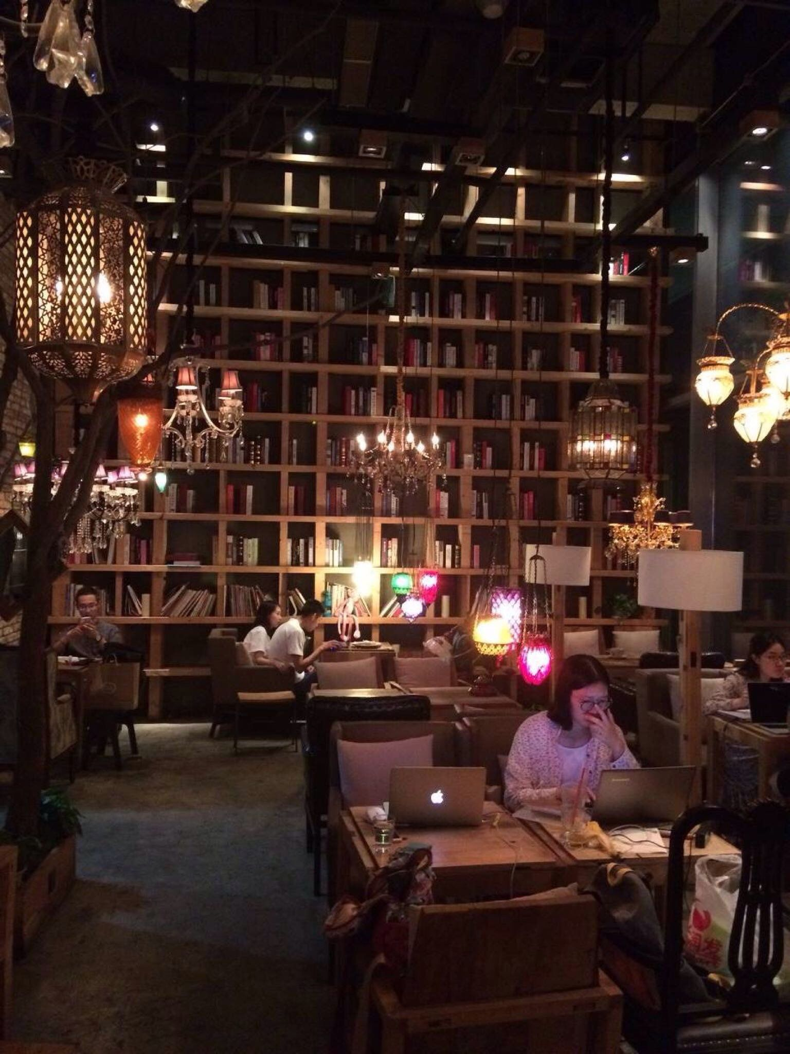 Maan Cafe Coffee Shop Interior Design Coffee Shop Decor Cozy Coffee Shop