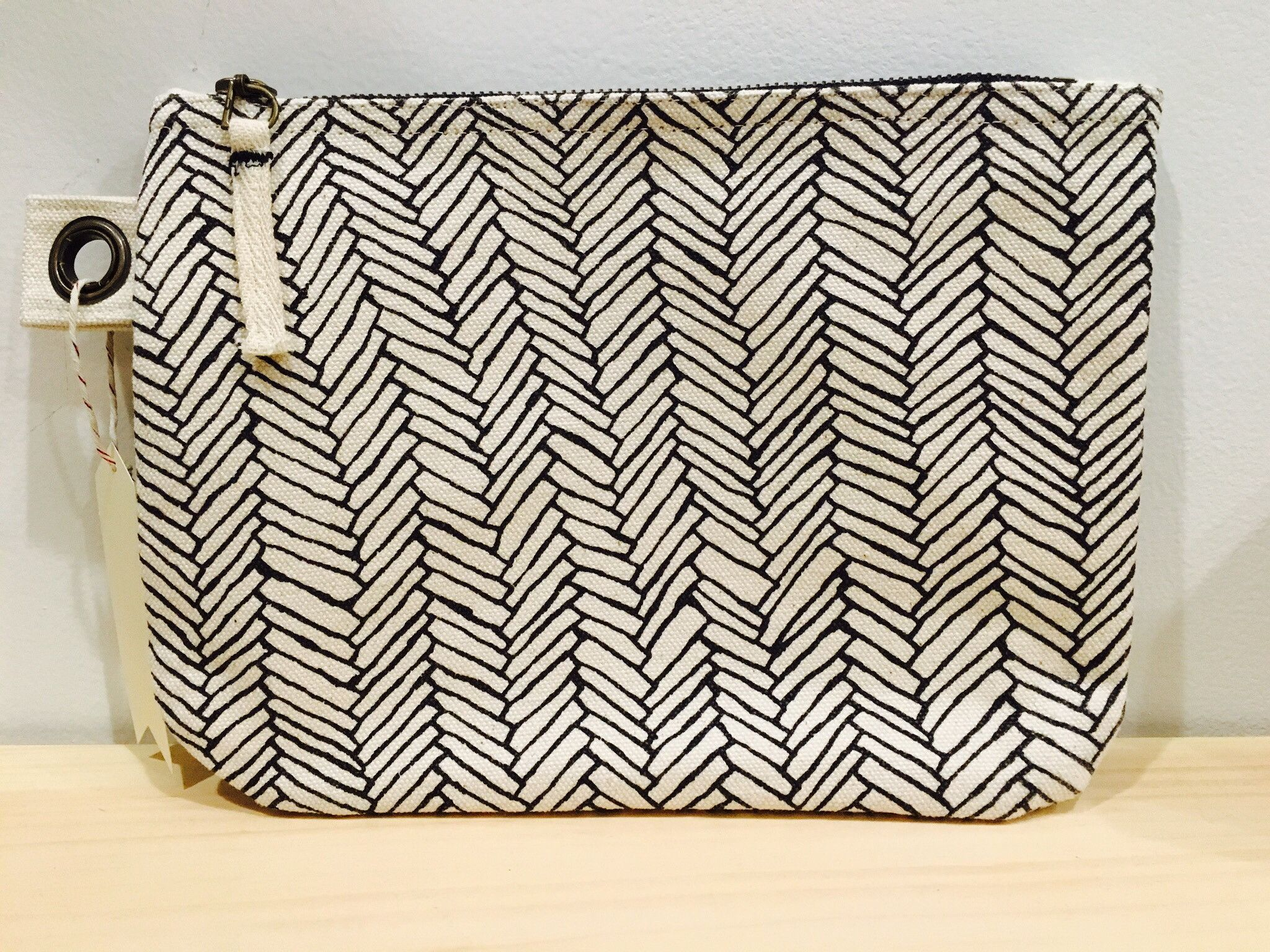 Entwine pouch bag