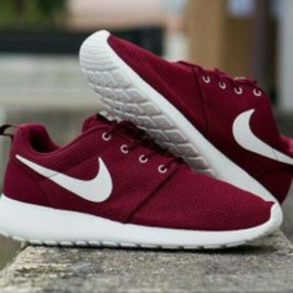 5c130c6c5bd7 NOT MY PICTURE ISO NIKE ROSHES SIZE 7 - 7.5 WOMEN MAROON