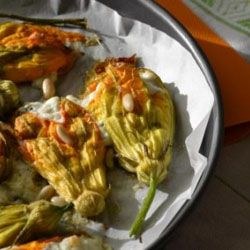 Fiori ripieni {ricotta di capra, zucchine e menta} #italianfood #italianrecipes #foodie #foodphotography #foodstylist #yummy #mint #flower