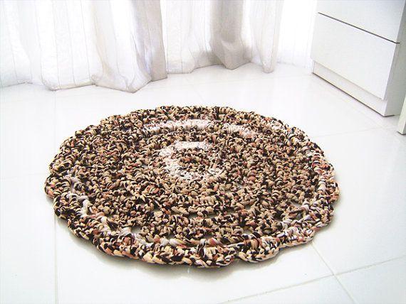 Alfombra tejida, con tela reciclada