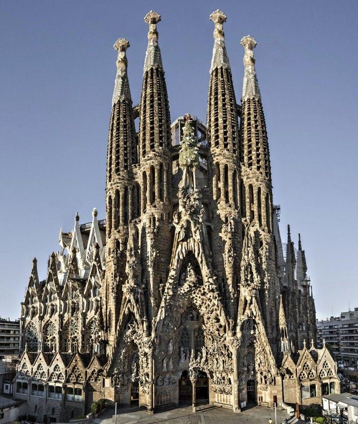 Basilica sagrada familia barcelona gaudi buildings for Kathedrale barcelona gaudi