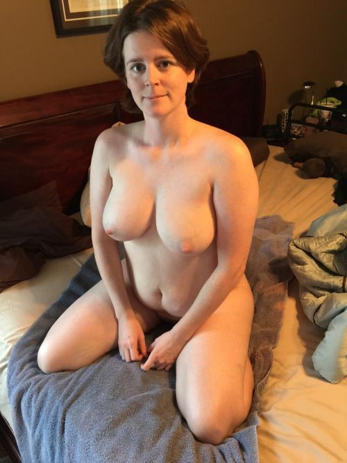 this is about curvy thick mature milf. please submit your favorite