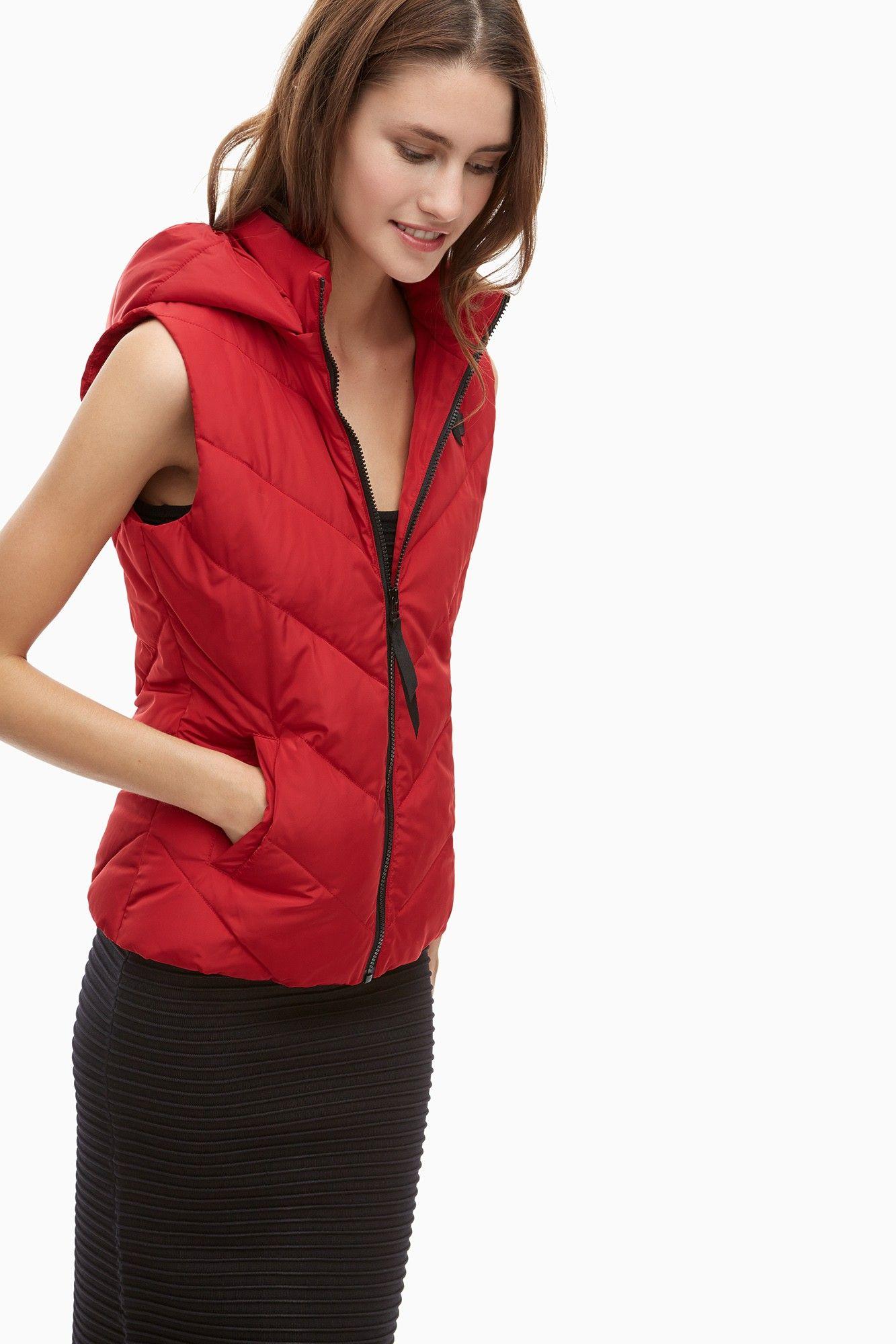 Chaleco acolchado en nylon rojo abrigos y cazadoras for Abrigos adolfo dominguez outlet