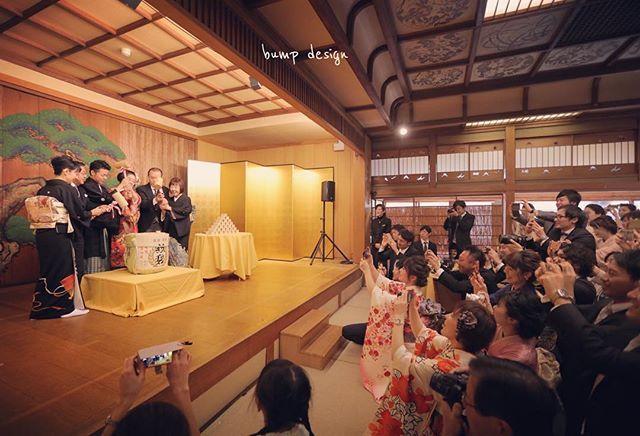 結婚式カメラマン アサダ ユウスケ On Instagram 鏡開き バンプデザインから最も近い素敵な料亭さん 松風閣さんには能などを出来る舞台もある バンケットも100人クラスの広さのある 料亭なのに広々としている素晴らしい式場 Wedding Photos Photo