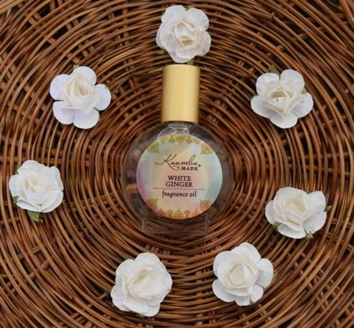 This Slightly Sweet Spicy Scent Of White Ginger Flowers Awakens The Senses This Delicate White Ginger Fragrance Sings Of W With Images Floral Scent Kuumba Made Fragrance