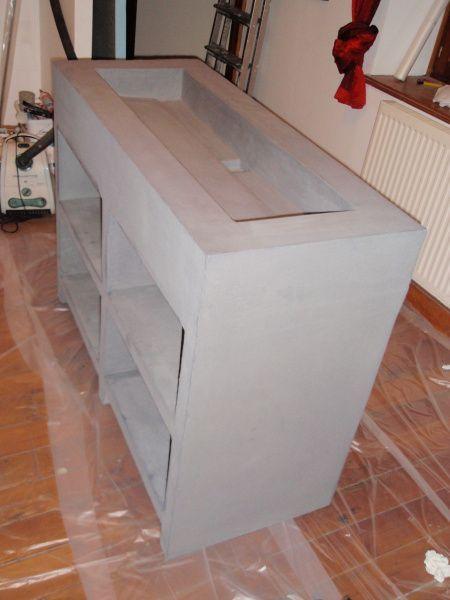 Une belle vasque fabriquée sur mesure en Wedi et en béton ciré - beton decoratif pour terrasse