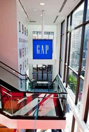 Gap store design signage interior the grove los - Interior design companies los angeles ...