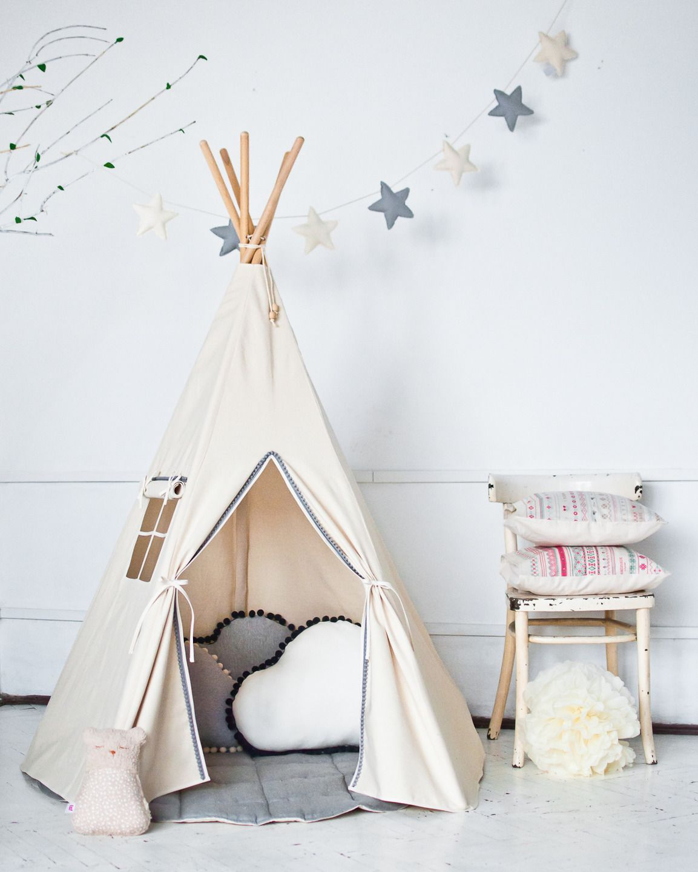 tipi wigwam beige avec pompons gris tapis d co chambre. Black Bedroom Furniture Sets. Home Design Ideas