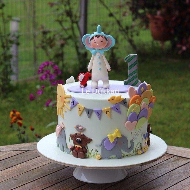 Ali Emir in his elephant hat is celebrating his very first birthday #birthdaycake #butikpasta #kişiyeözelpasta #şekerhamurlupasta #fondantcake #cakeart #instacake #cakestagram #sugarcake #fondantart #şekerhamuru #cakedesign #fondant #edibleart #cakedecoration #ideiasdebolosdocesedelicias #decoratedcake #1yaş #1yearold #elephant #cakeoftheday #doğumgünüpastası #doğumgünü #reposteria #encontrandoideias #festainfantil #fil #balloons #balon #fi