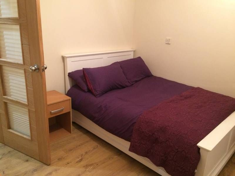 Enfield 500 Pcm Inc Bills Property On The Move Are Pleased To Have A Nice Sized Double Room Within Walking Distance Of Brimsdown And