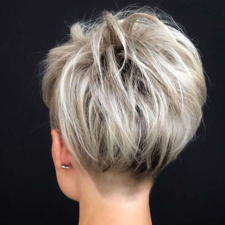 Pin su Taglio di capelli medio corti